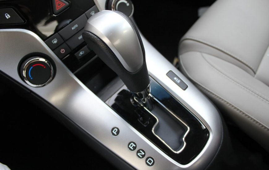 como-estacionar-um-carro-com-cambio-automatico-502e50dcec0e2